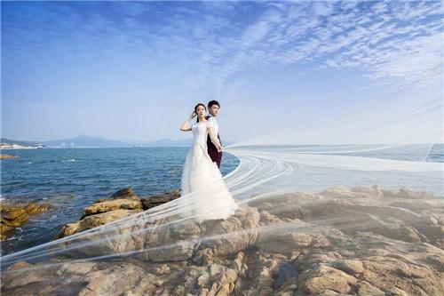 7种婚纱照拍照姿势推荐 拍婚纱照摆什么姿势好图片