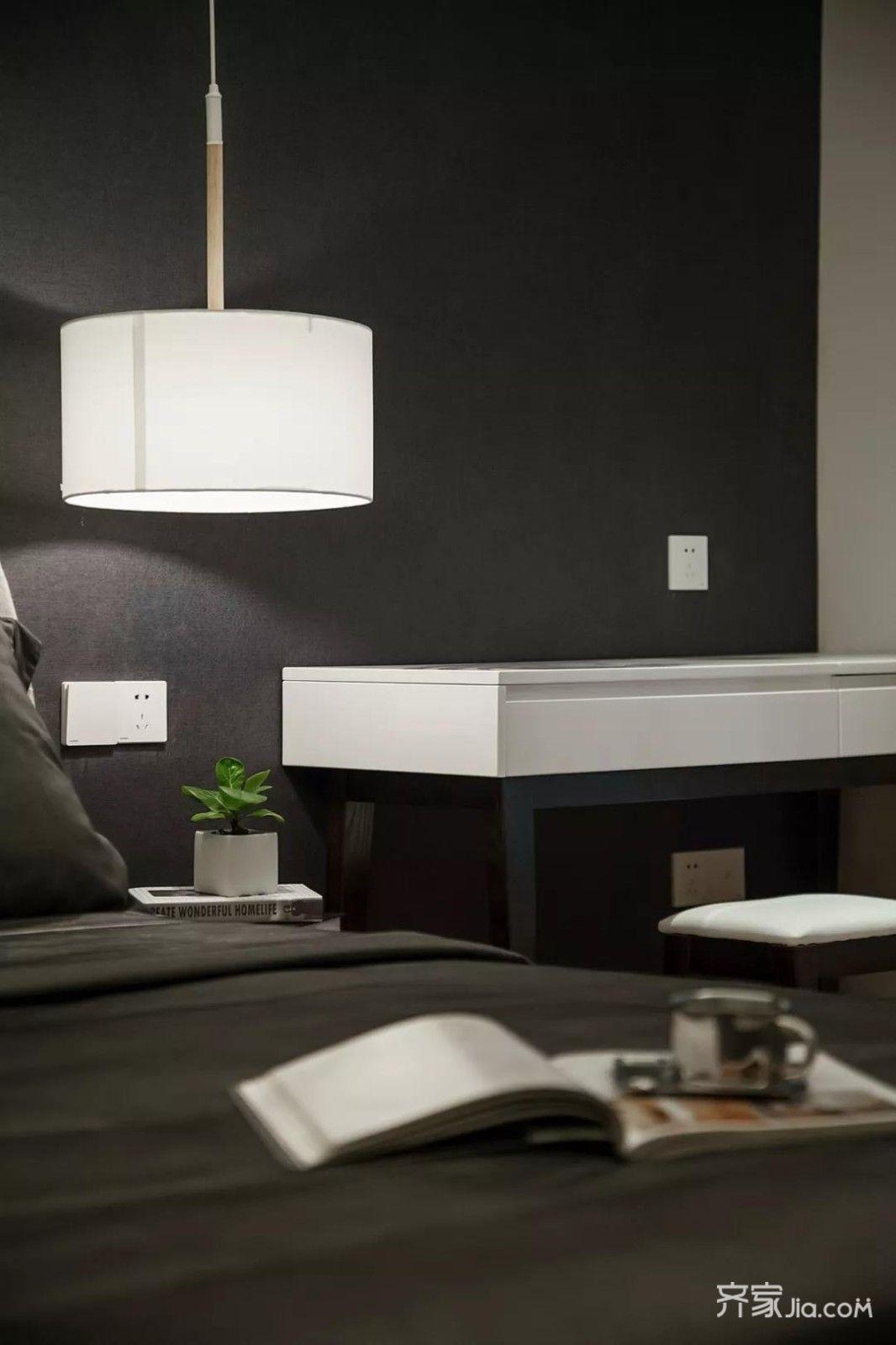 南京装修 南京装修案例 凤凰小区现代港式   主卧黑色调的床头背景墙图片