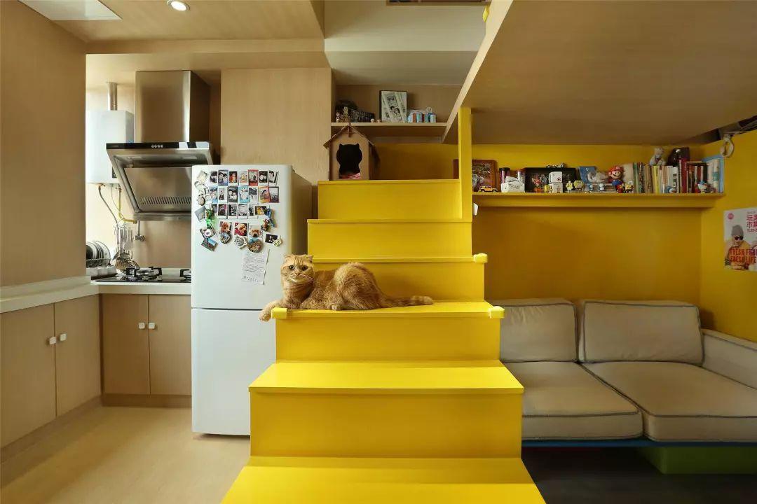 楼梯在办案的设计中至关重要,狭小的室内空间需要通过楼梯分割厨房图片