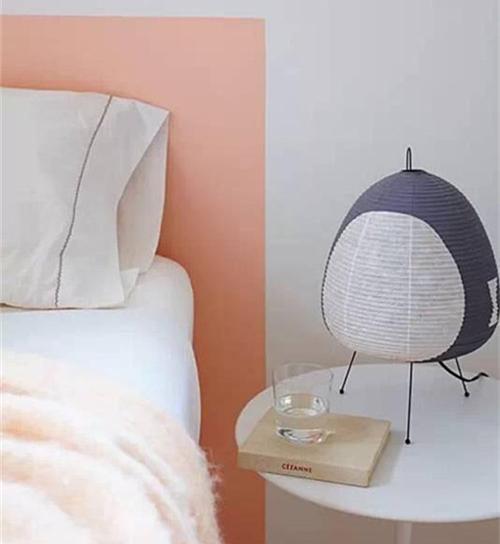 白色背景墙如何装饰 床头白色背景墙创意改造