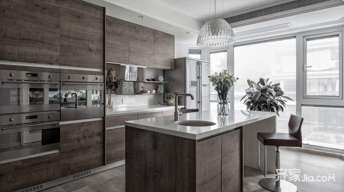 中岛设计与水吧台结合;让开放式厨房空间感更大,色系和厨房都是一体的