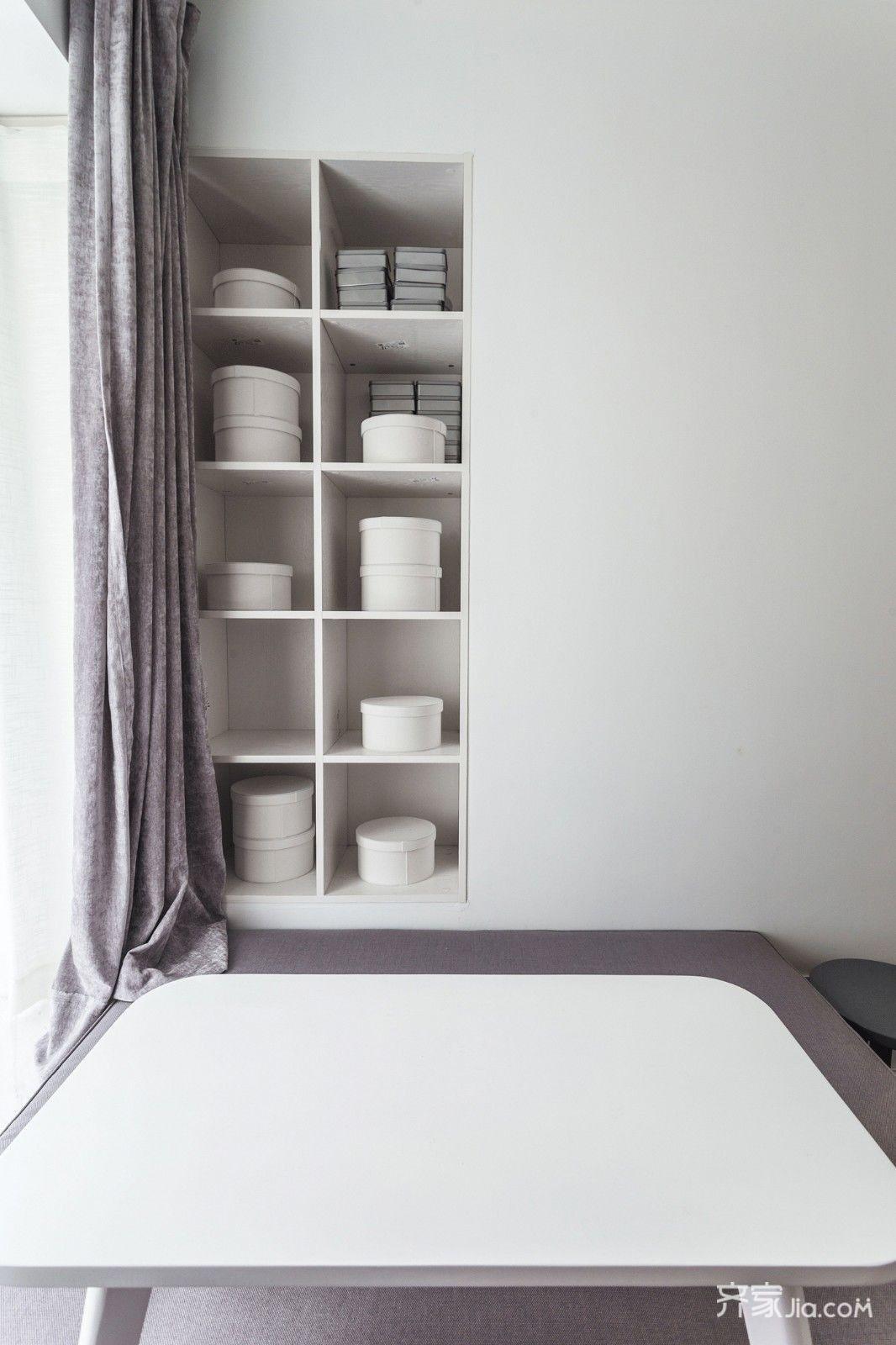 榻榻米也没用常见的米黄色而做了白色 黑色,蓝灰色线条的家具相配下图片
