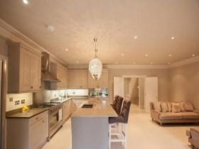 厨房和客厅一体装修图 开放式的设计让居室变宽敞