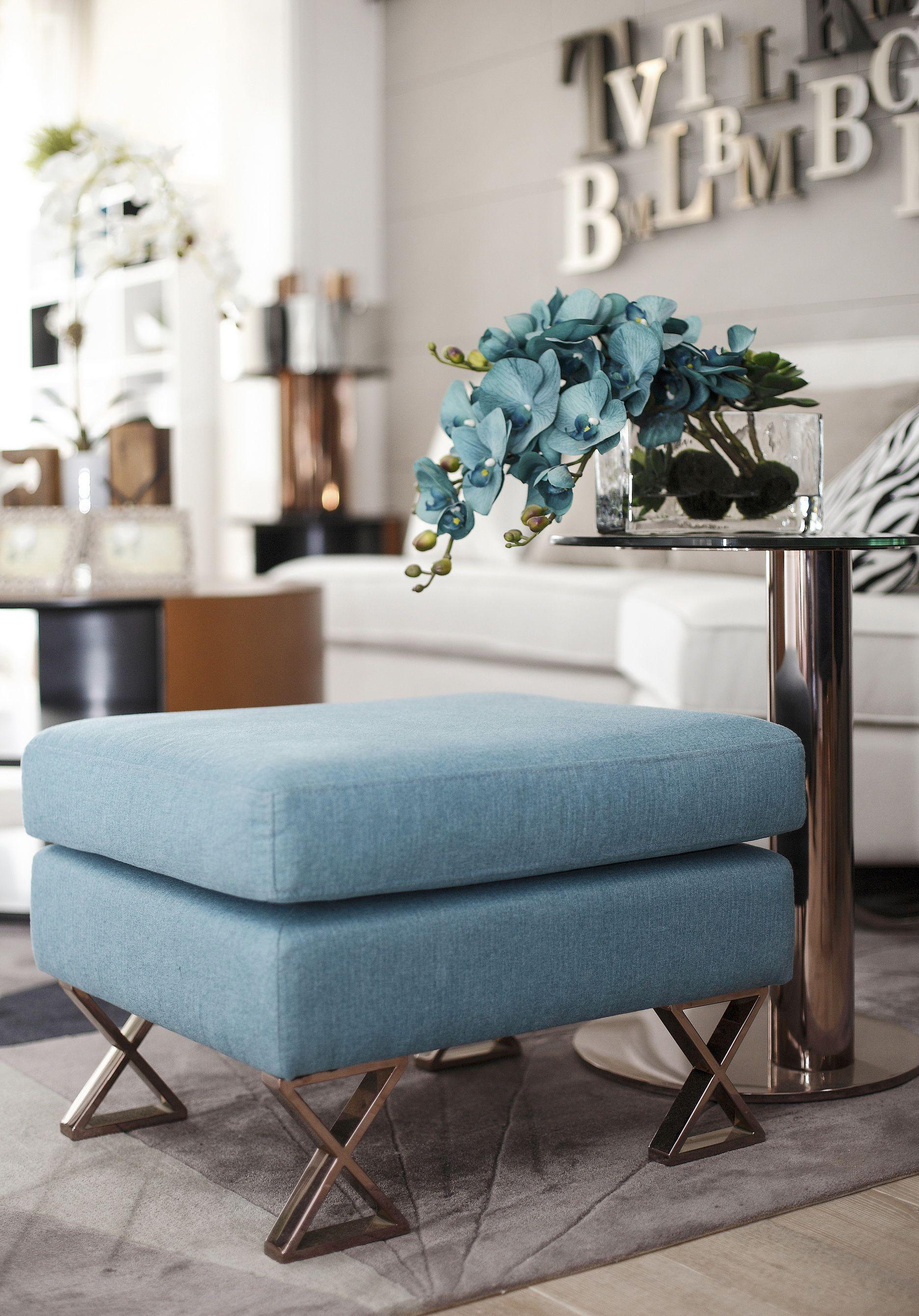 現代風格二居室裝修坐凳特寫