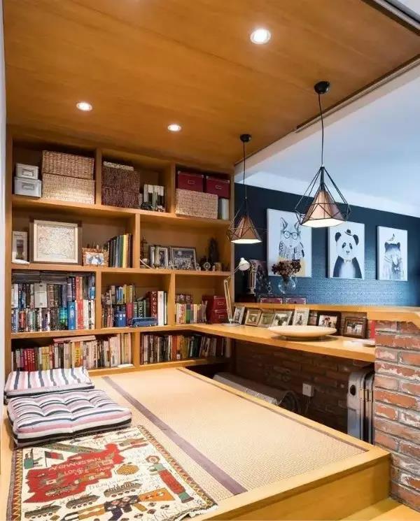 甚至是全开放式书房,和客厅融为一体