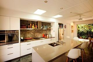 乡村简欧风厨房带吧台设计