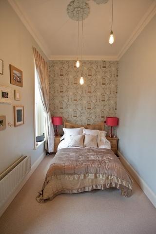 现代简约小户型卧室布置图