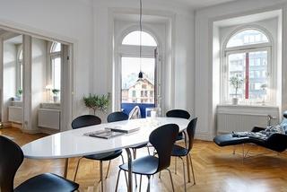 白色餐厅椭圆形餐桌效果图片
