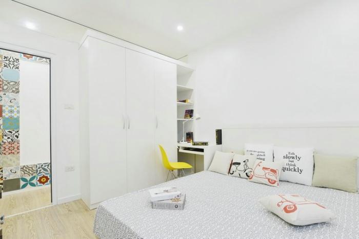 简洁北欧卧室白色衣柜设计