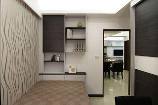 现代风格小卧室吊柜设计
