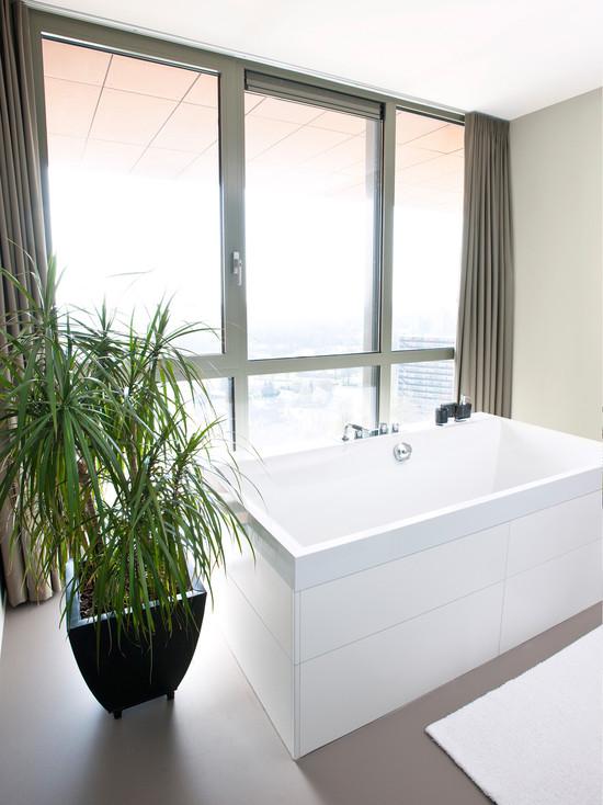 现代家居卫生间 灰色窗帘装饰图