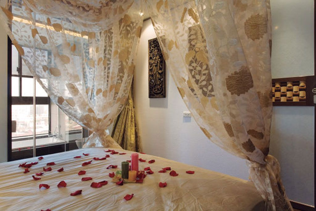 浪漫风情现代卧室床幔装饰图