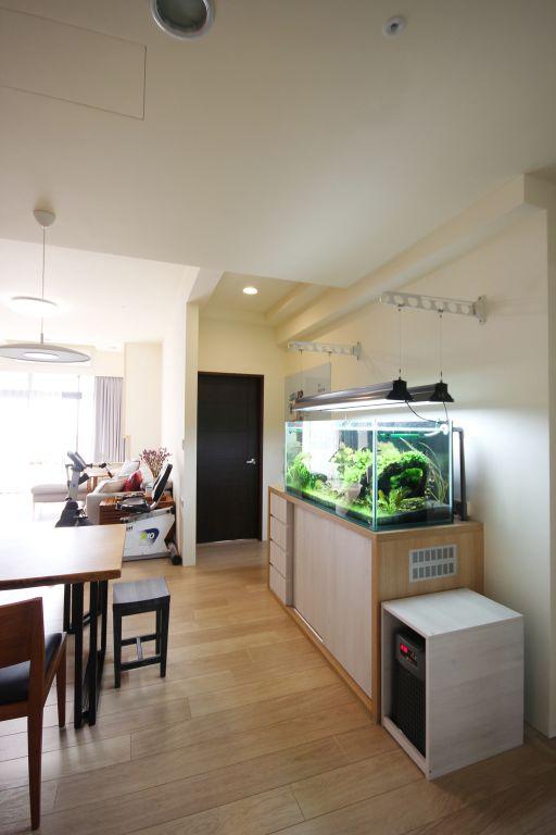 现代风玄关风水鱼缸设计
