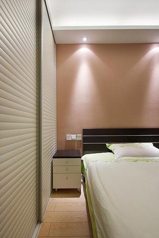 简洁日式卧室推拉门衣柜设计