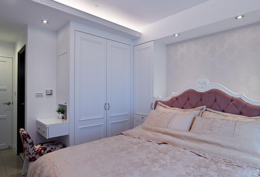 优雅简欧风卧室 白色衣柜效果图