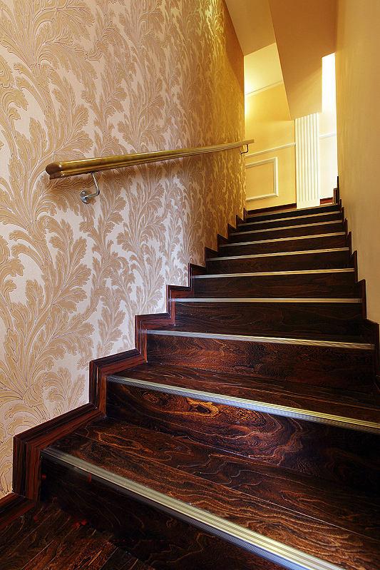 精致复古美式 实木楼梯效果图
