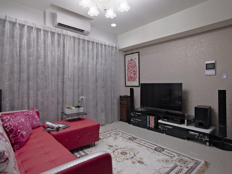 现代二居客厅电视柜装饰图