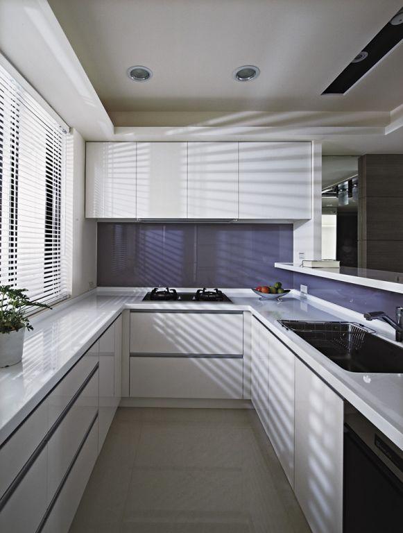 简洁现代U型厨房精装效果图