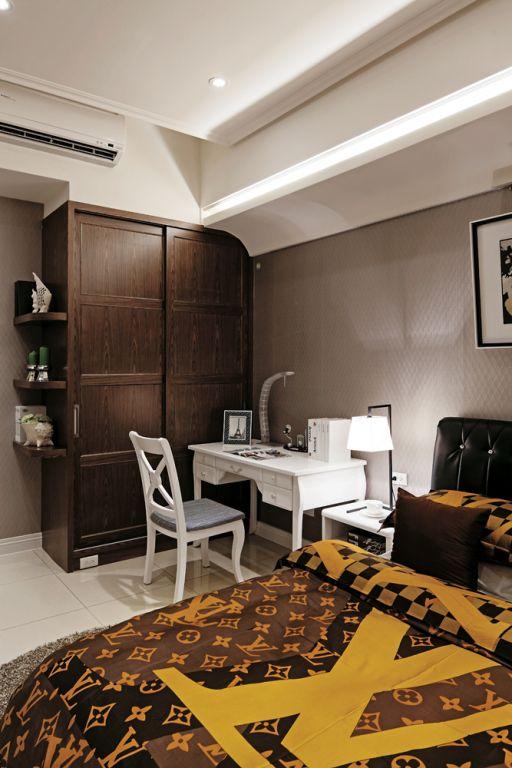 现代简约卧室实木衣柜设计