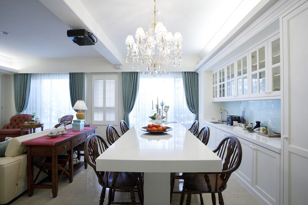 新古典风格 餐厅大理石餐桌设计