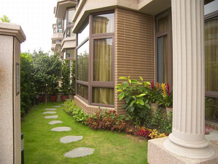 最新现代别墅室外庭院效果图