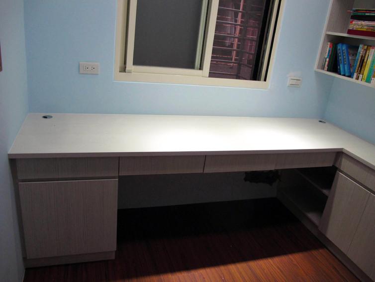简约家装书桌设计