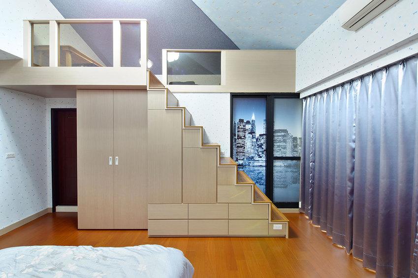 休闲简约风跃层楼梯效果图