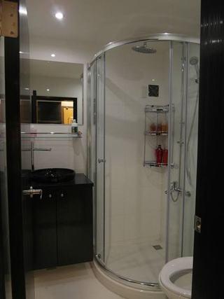 黑白现代家装卫生间效果图