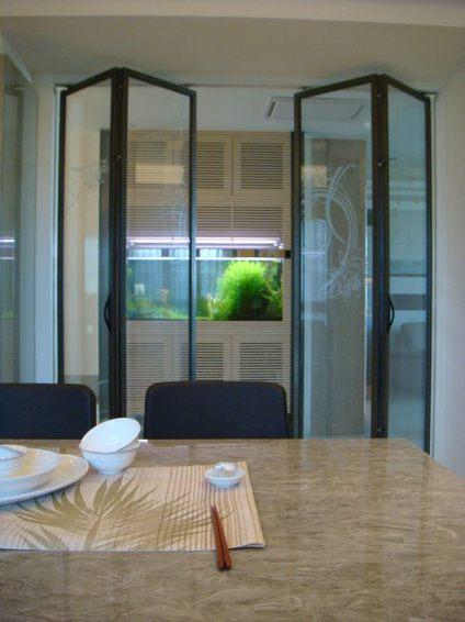 现代玻璃折叠门装修