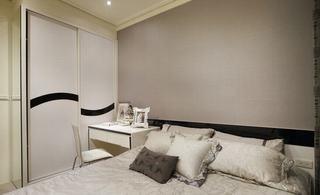 现代风格卧室移门衣柜设计