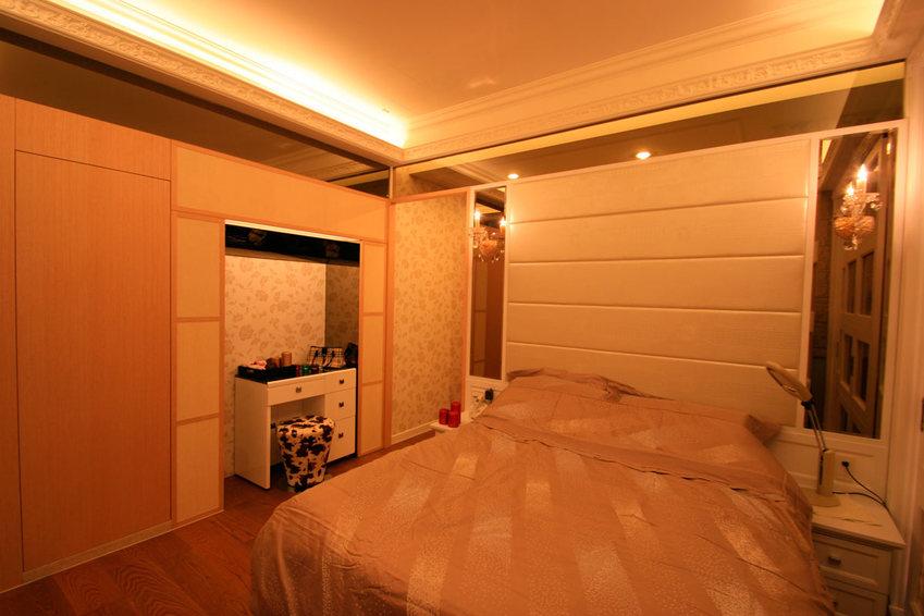 暖色系现代简约风卧室效果图