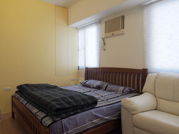 现代简约卧室实木床设计