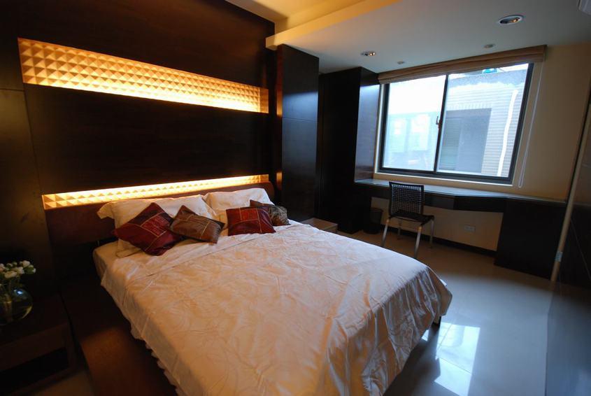 现代家装卧室灯带背景墙设计