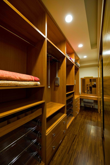 现代衣帽间敞开式衣柜效果图