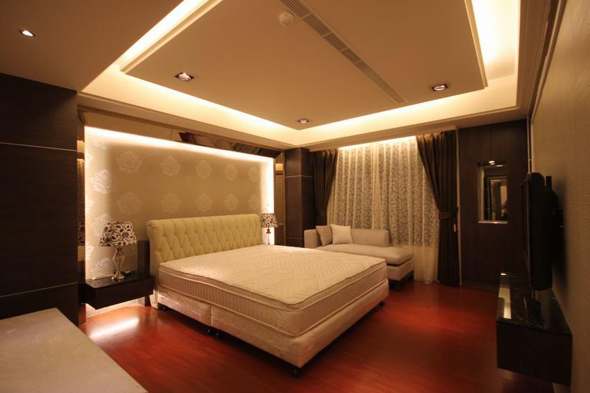 典雅现代卧室吊顶效果图