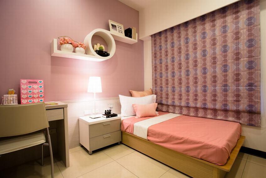 粉紫色现代儿童房实木床设计