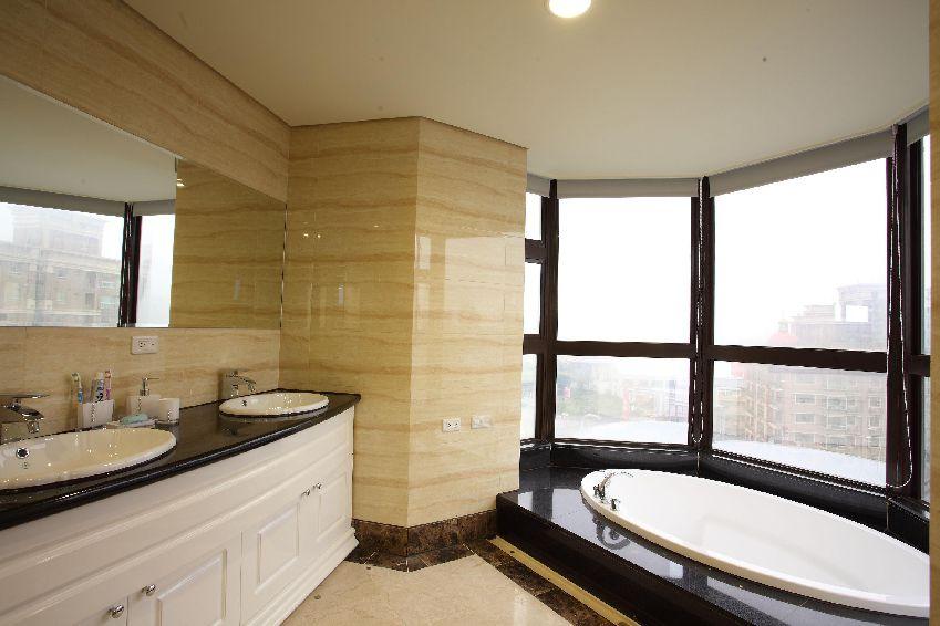 欧式风格卫生间落地窗设计