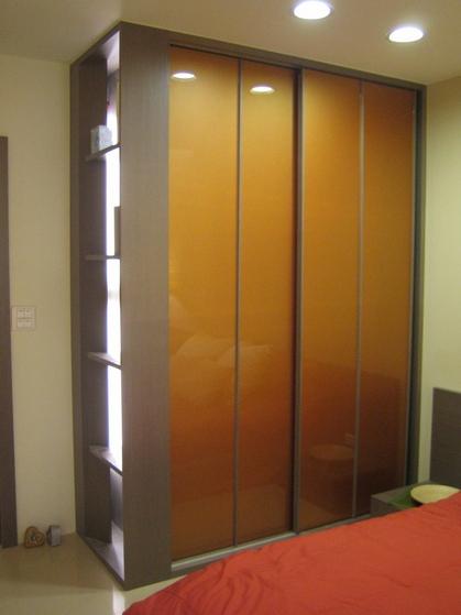 现代风格卧室烤漆衣柜门装饰