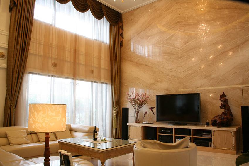 欧式挑高客厅大理石电视背景墙设计