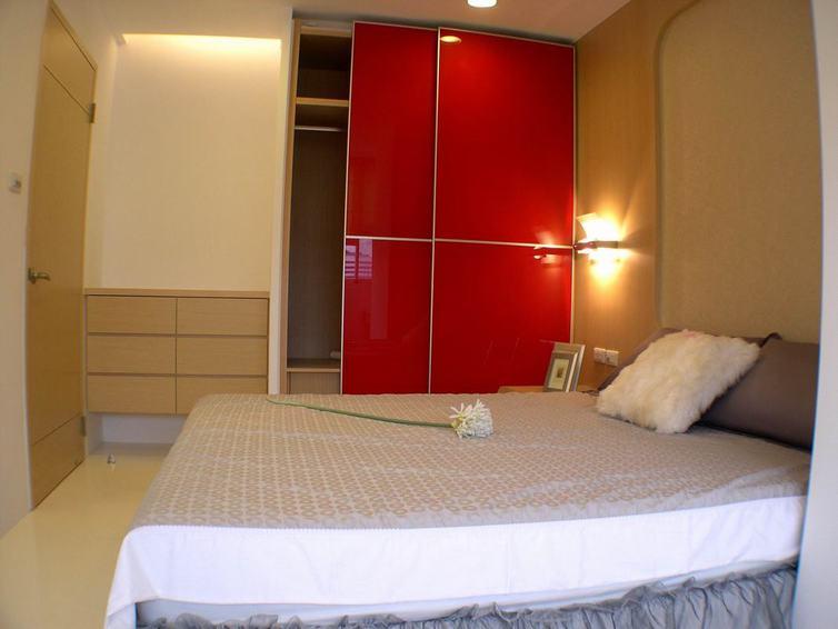 时尚现代 卧室烤漆红色衣柜门装饰图