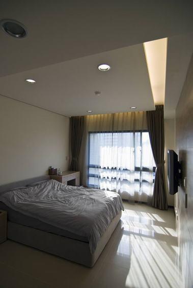 灰白现代卧室吊顶效果图