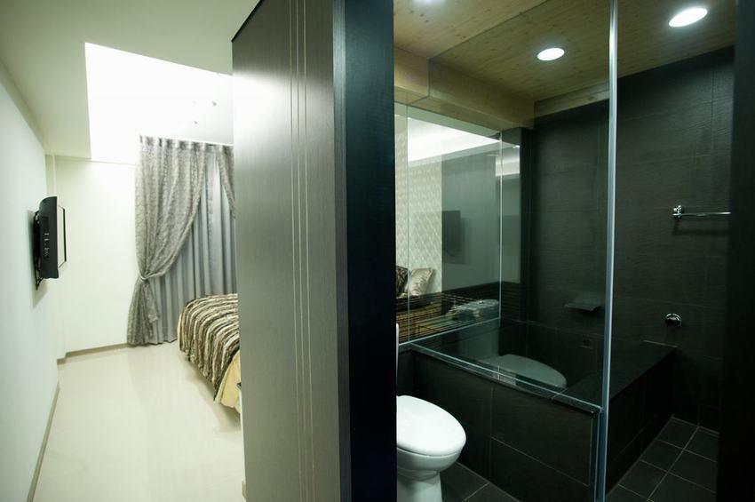 现代家居卧室卫生间隔断设计