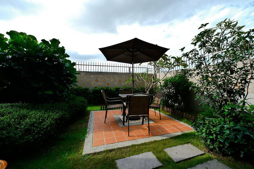 现代别墅室外阳台设计