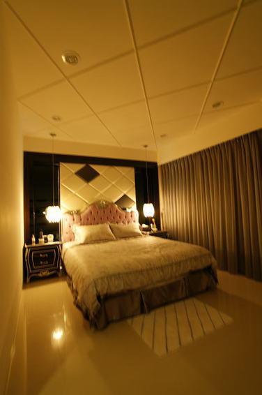 华丽新古典卧室吊顶效果图