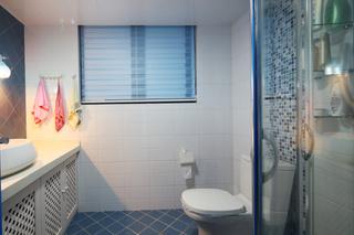 清新地中海风格 卫生间蓝色地砖装饰图