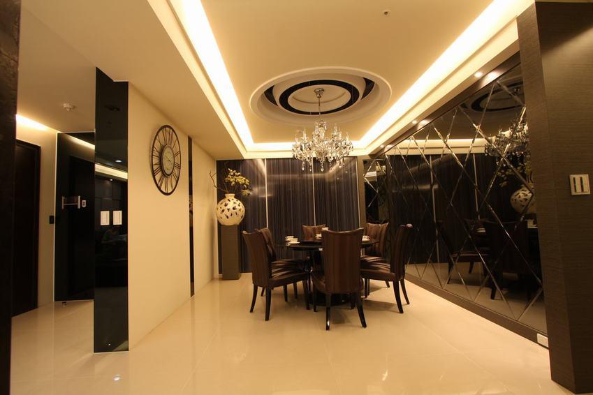 素雅现代家居餐厅 玻璃背景墙装饰