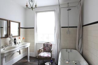 舒适北欧风卫生间浴缸设计
