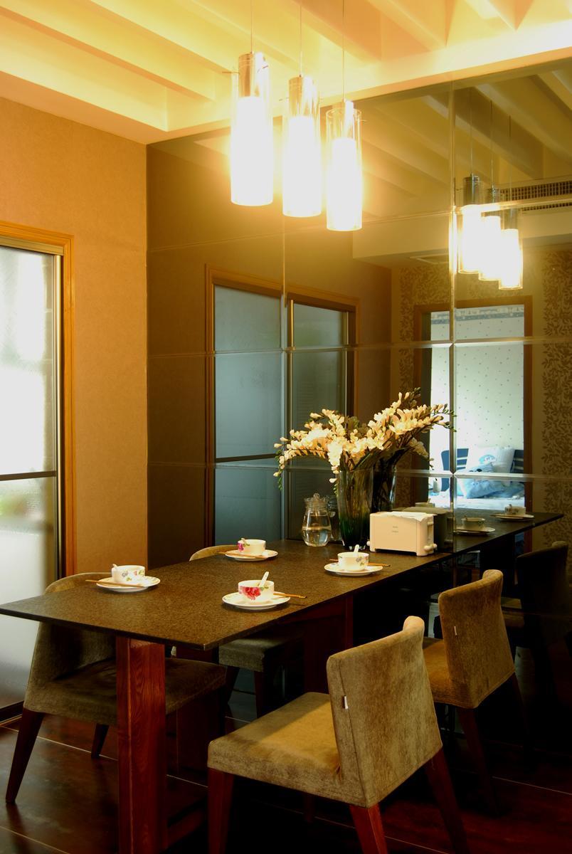 复古混搭餐厅 玻璃背景墙装修
