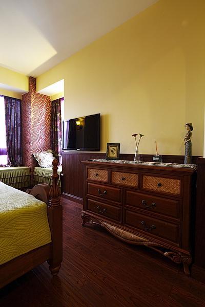 异域东南亚风情卧室实木家具装饰效果图