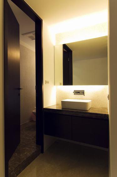 家居简中式现代卫生间室内门隔断装饰效果图
